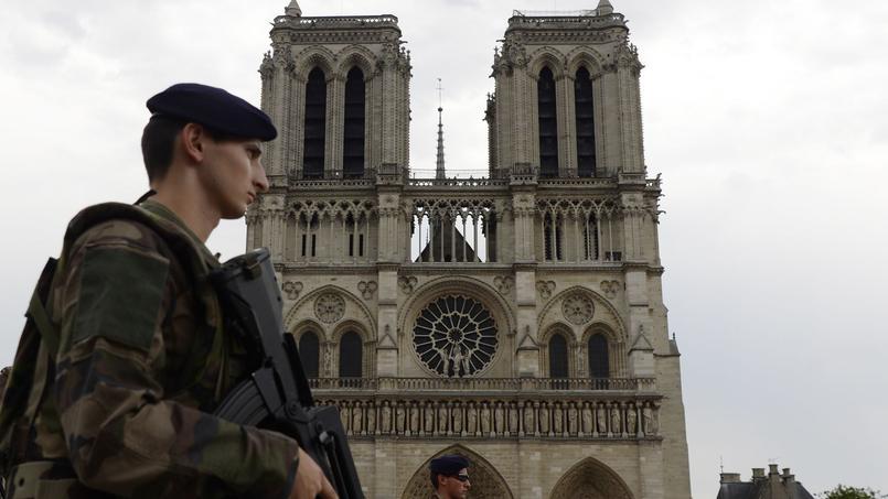 Une voiture contenant des bonbonnes de gaz découverte à Paris : plusieurs gardes à vue