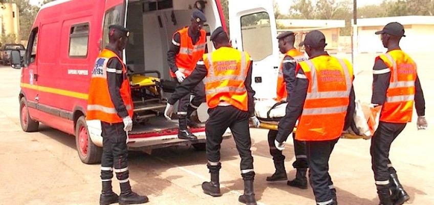 """KAOLACK - UN BUS ESQUIVE UN """"FOU"""" ET SE RENVERSE  Bilan : 5 morts dont des membres de la famille d'Alkaly Cissé"""