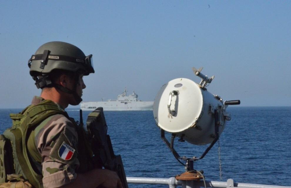 GABON : Un bâtiment de la marine Française en approche de Port Gentil
