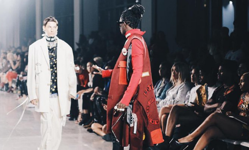 Young Thug arrête un modèle à mi-spectacle lors de la New York Fashion Week