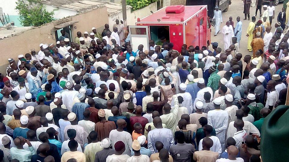 Prière mortuaire de Mbaye Jacques Diop : La mosquée de Mérina trop exiguë pour contenir la foule
