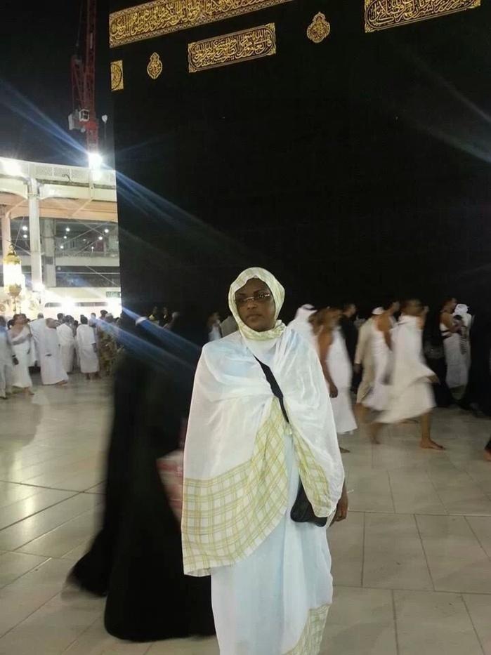 """PÈLERINAGE : Marième Faye Sall à la Mecque avec la """"awoo"""" de Ousmane Tanor Dieng"""
