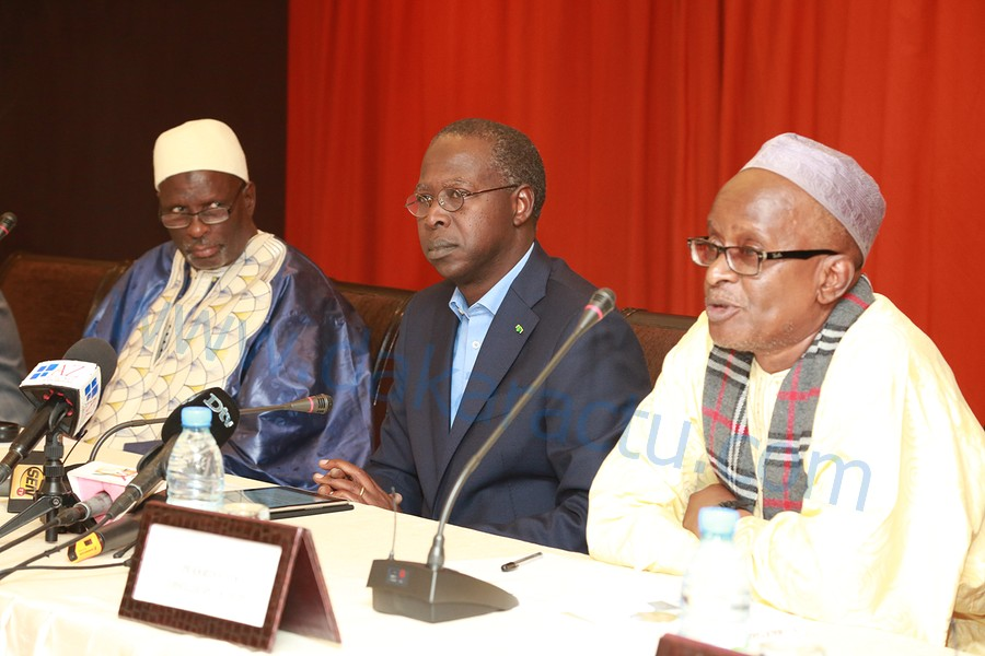 Harouna Amadou Ly auteur du livre « Macky, un destin » : « Nous avons estimé devoir parler de lui pour répondre aux diatribes du Président Wade »