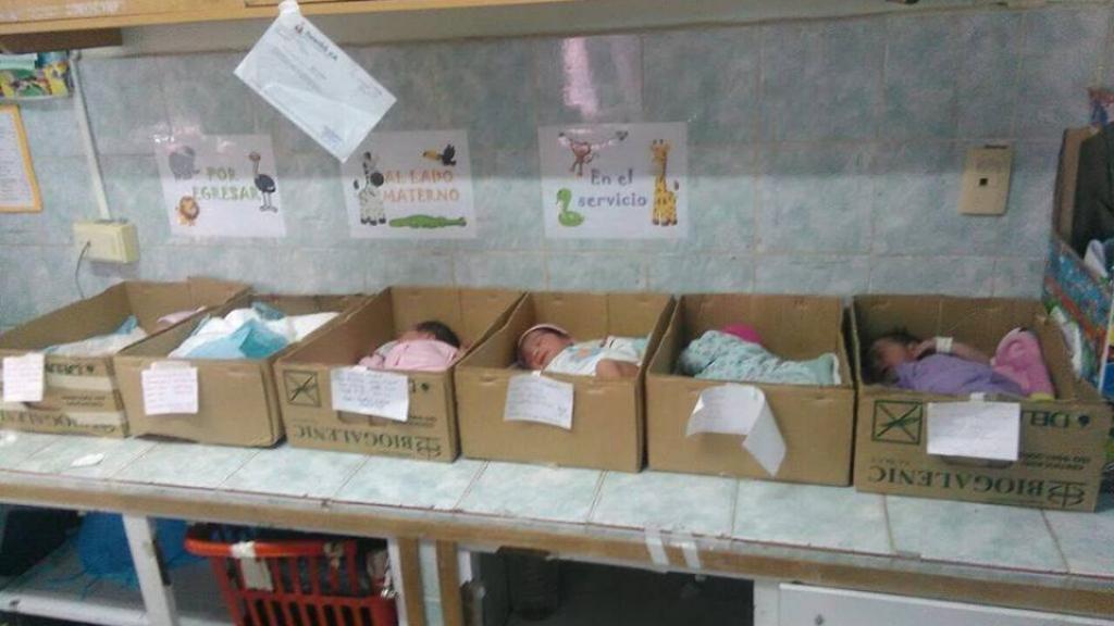 Pénuries au Venezuela : des bébés dans des cartons à la maternité