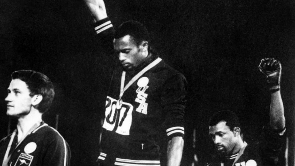 Les deux athlètes au poing levé des JO de 68 reçus par Obama
