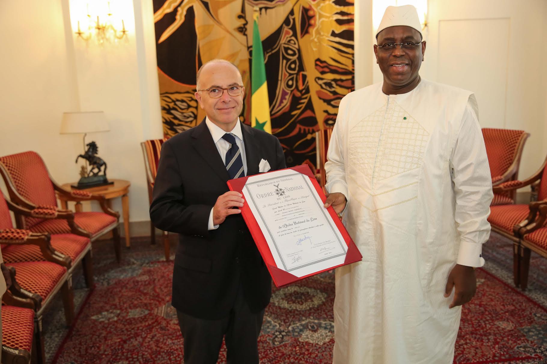 AUDIENCE AU PALAIS : Le président Macky Sall a reçu le ministre de l'Intérieur français Bernard Cazeneuve
