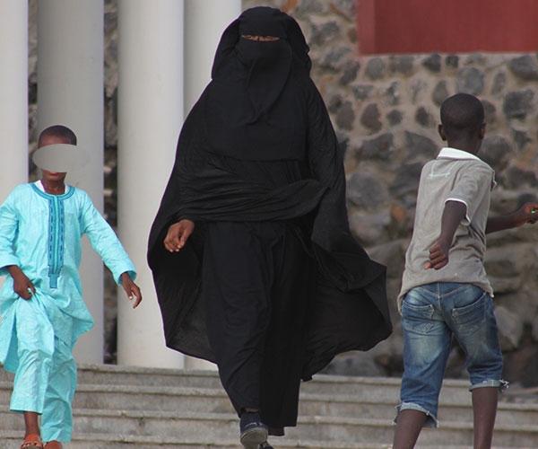 ÉTUDE - Pauvreté, chômage, etc. : La banlieue se radicalise - Des femmes prêtes à aller faire le jihad