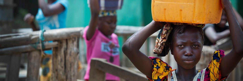 Les filles consacrent chaque jour 160 millions d'heures de plus que les garçons aux tâches domestiques