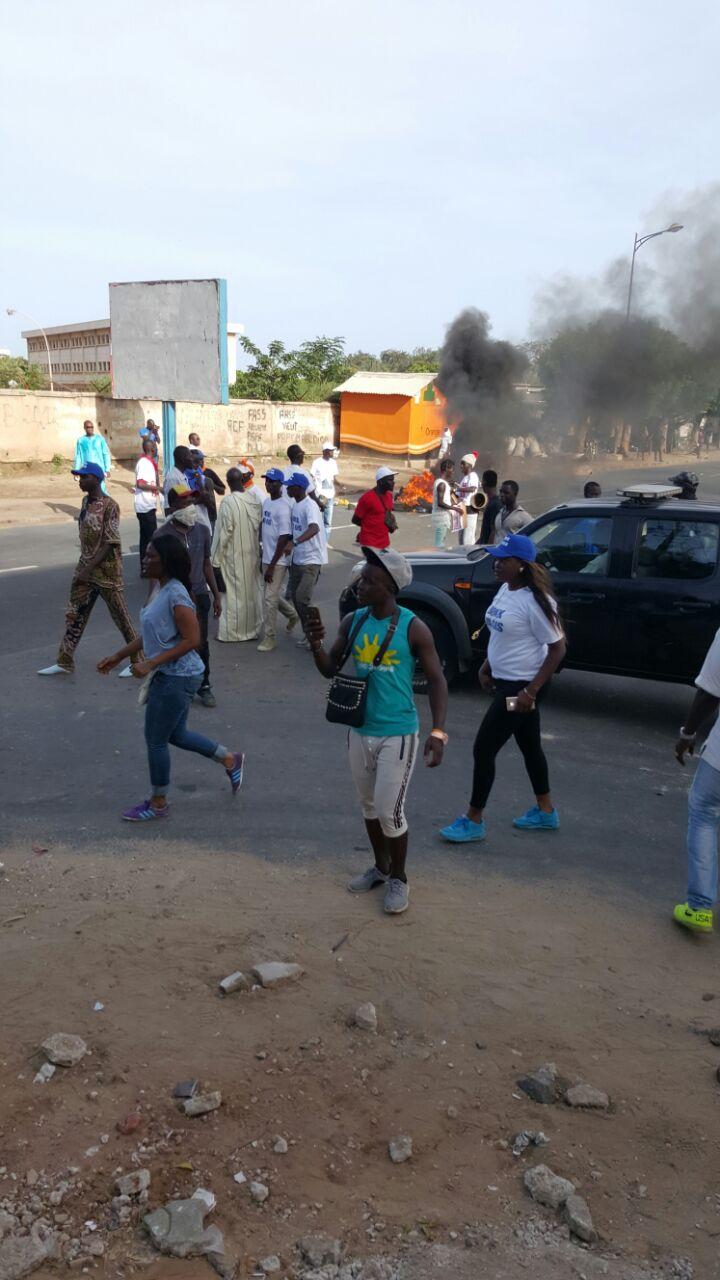 Le Préfet fait évacuer la place de l'Obélisque, déclenchant l'intifada par des jeunes dans les quartiers
