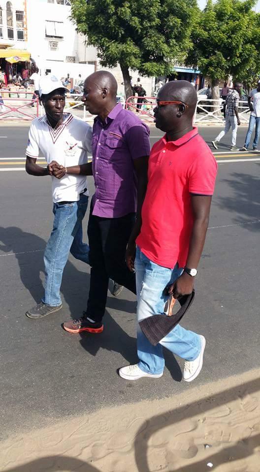 Samba Thioub, le secrétaire national permanent de Rewmi présent à la marche du front Manko Wattu Sénégal á côté de Abdourahmane Sow du Cos M23