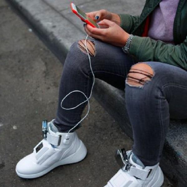 Technologie : la nouvelle paire de baskets composée de WIFI, un chargeur USB et plus
