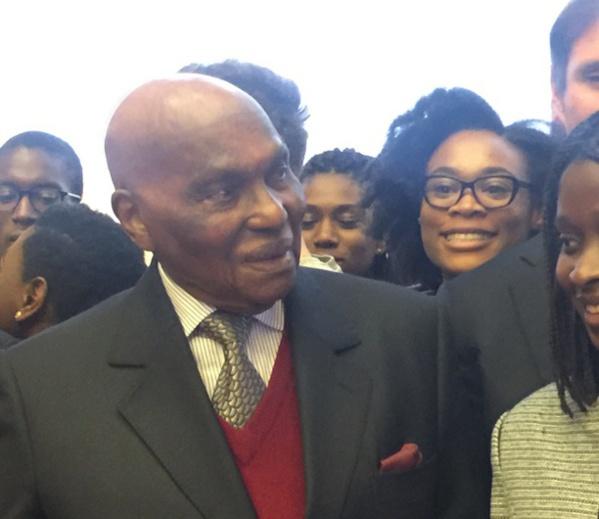 A Sciences Po, Abdoulaye Wade, chevrotant, se voit toujours « en homme d'avenir »