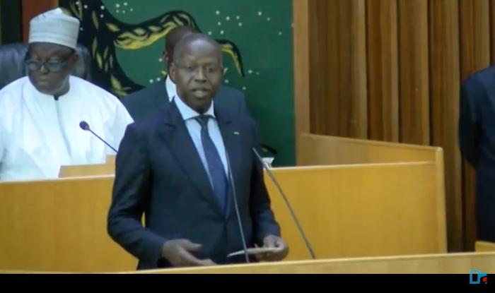 Le PM Dionne change de tactique et déroute l'opposition