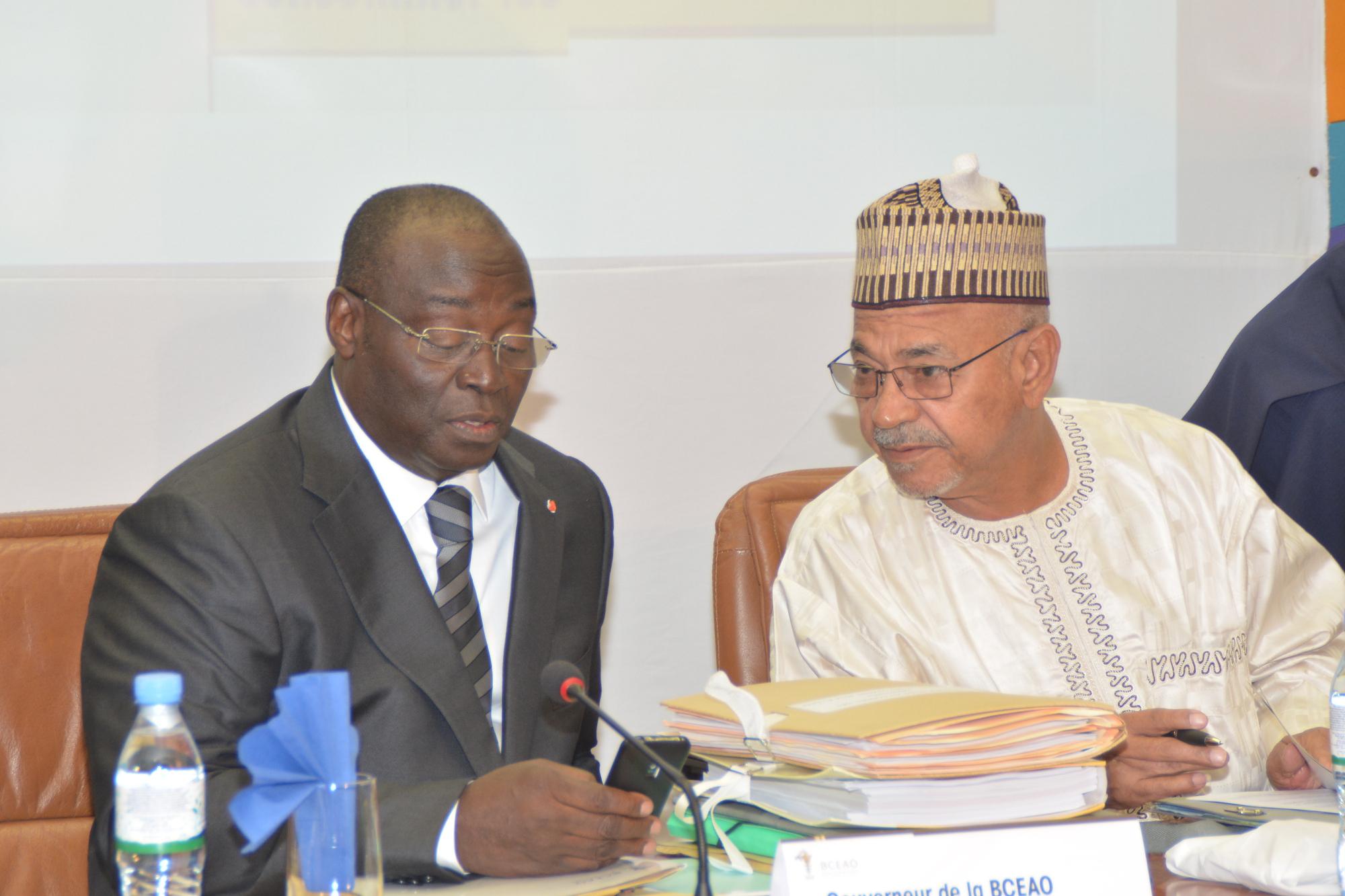 L'Ivoirien Tiémoko Meyliet Koné (à gauche) est le gouverneur de la BCEAO depuis 2011. Photo BCEAO