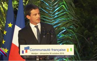 Quand Manuel Valls recadre Jean-Marie Le Guen, rivé sur son portable au lieu de l'écouter