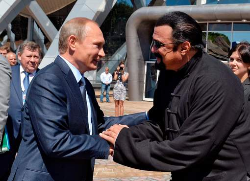 Poutine accorde la nationalité russe à Steven Seagal