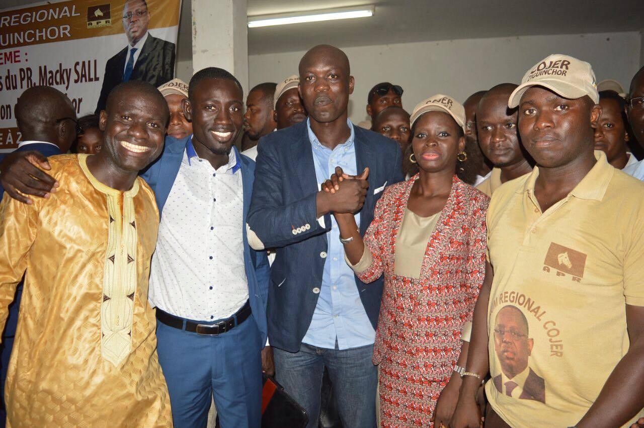 """Thérèse Faye Diouf aux jeunes de l'APR de Ziguinchor : """"Soyez fiers du bilan du président Macky Sall"""" (IMAGES)"""