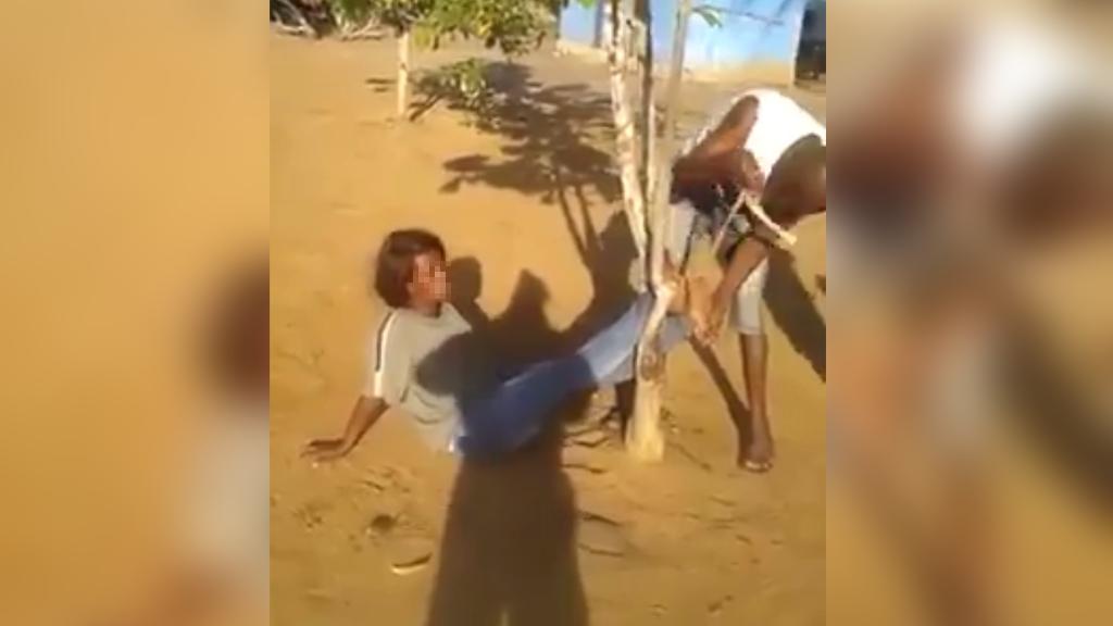 La vidéo qui a choqué en Angola et en RD Congo : Une immigrée congolaise attachée et frappée par des gardes-frontières angolais
