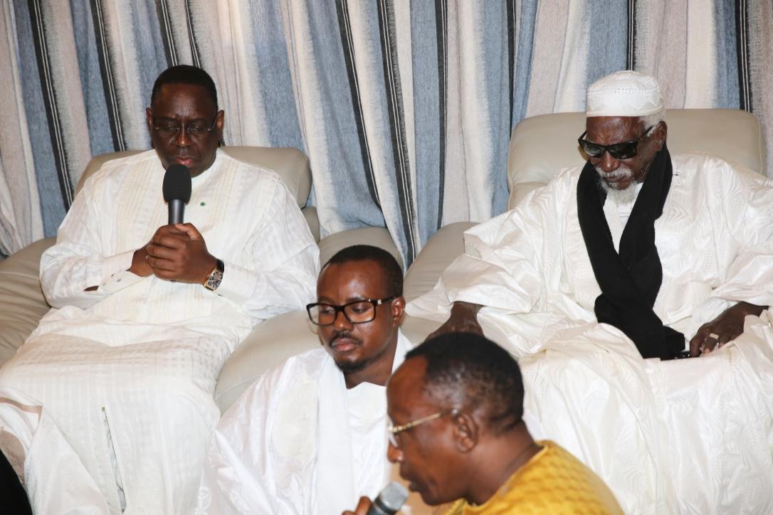 TOUBA - Le Khalife et le Président de la République honorent la prière du crépuscule