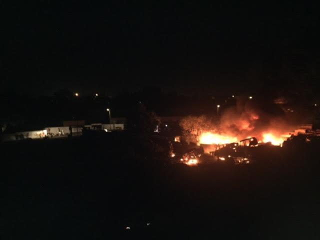 INCENDIE À OUAKAM : Des bus calcinés près du Lycée Français Jean Mermoz