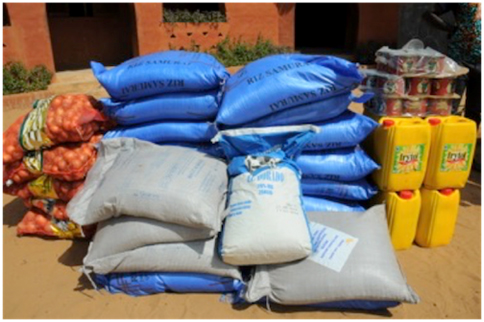 Responsabilité Sociale d'Entreprise : L'équipe dirigeante de Millicom Afrique visite le Village Pilote et fait un don