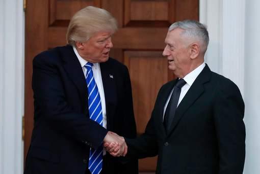 """Donald Trump nomme un """"chien fou"""" à la Défense"""