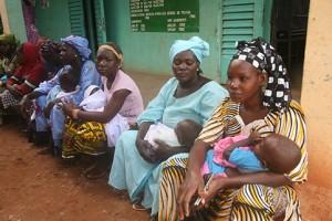 PLAN INTERNATIONAL S'ENGAGE DANS LA LUTTE CONTRE LES FORTS TAUX DE MORTALITÉ MATERNELLE ET INFANTILE.