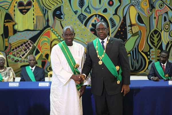 45 dignitaires élevés dans l'Ordre national du lion et l'Ordre national du mérite