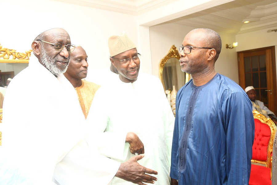 "Les Images de la visite de Thierno Madani Mountaga Tall chez Mamadou Mamour Diallo leader du Mouvement ""Dolly Macky"" à Louga"
