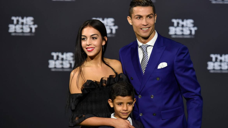 Cristiano Ronaldo officialise sa relation avec Georgina Rodríguez au gala FIFA The Best