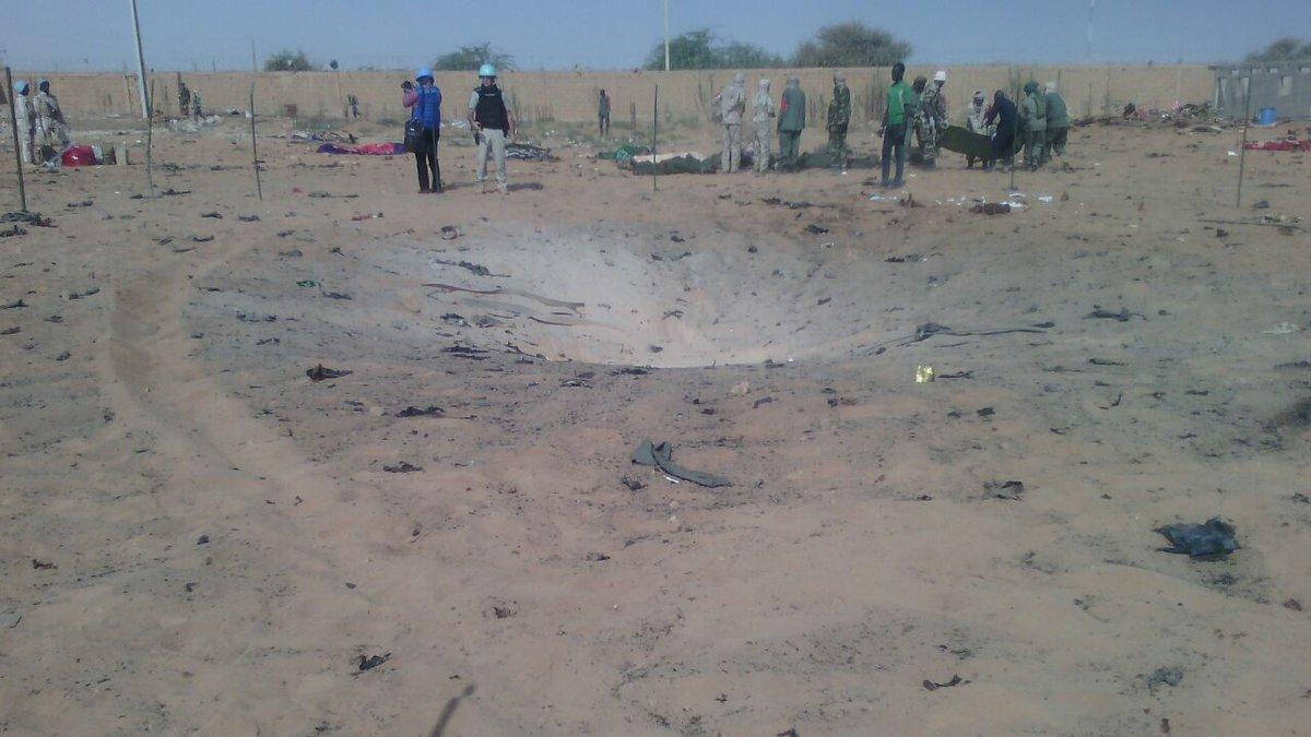 Observez par vous-même le souffle et le cratère laissés par la déflagration du véhicule piégé au sein du camp du MOC à Gawa.