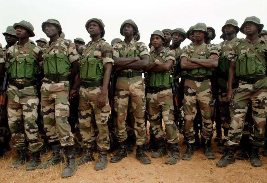 GAMBIE : L'armée nigériane envoie 200 hommes et des avions au Sénégal