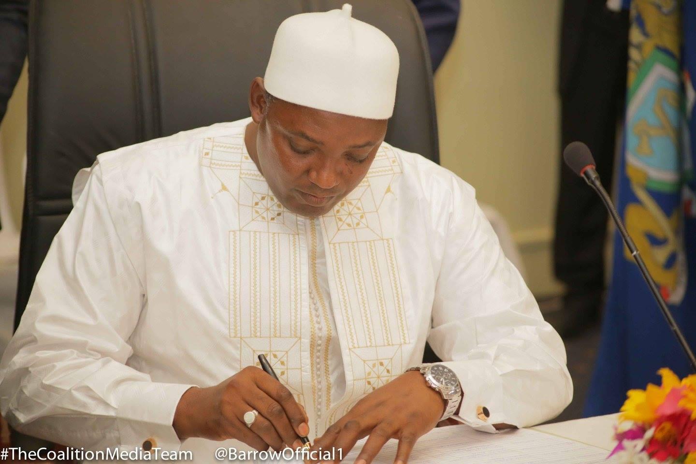 GAMBIE : Le président Adama Barrow réintègre les 11 Ambassadeurs virés par Jammeh