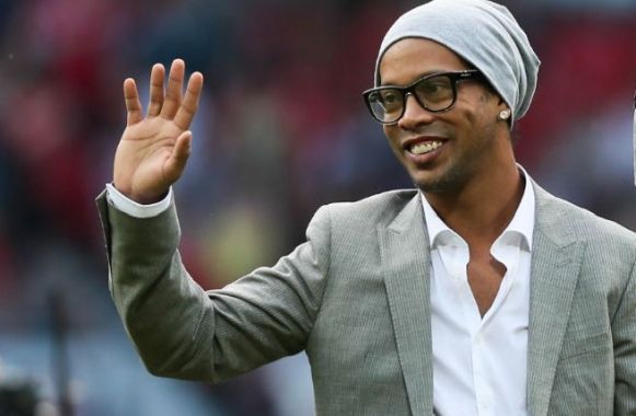 ESPAGNE : Ronaldinho nouvel ambassadeur du FC Barcelone