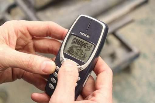 17 ans, 3 guerres, 1 lavage à la machine : ce Nokia 3310 a survécu à tout