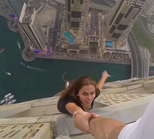 VIDEO : Elle risque sa vie pour une photo parfaite