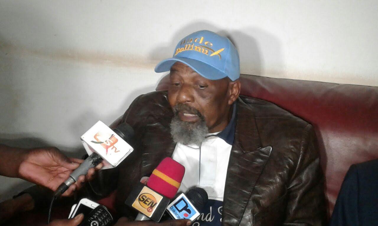 PAPE SAMBA MBOUP CRACHE DU FEU SUR OUMAR SARR ET SUITE : « Ils trompent Wade et Karim…Certains d'entre eux sont assis sur des matelas d'argent… Les Sénégalais n'éliront jamais Karim »