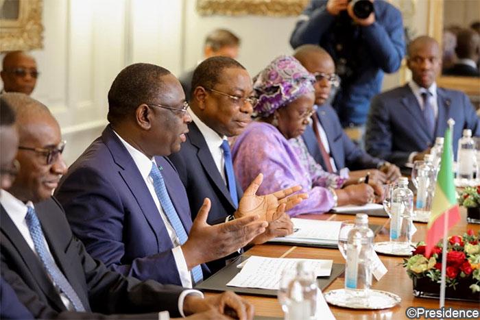 """Législatives 2017 : Macky Sall exhorte la diaspora à s'inscrire """"massivement'' sur les listes électorales"""