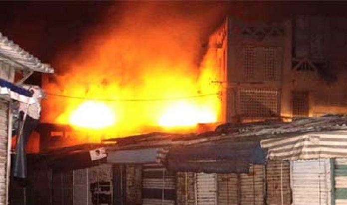 MARCHÉ ZINC DE KAOLACK - le feu touche une vingtaine de magasins et emporte 500 millions