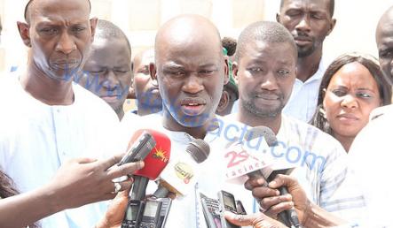 Don de fascicules aux candidats au baccalauréat, le Maire de Ngoundiane mise sur la jeunesse du pays