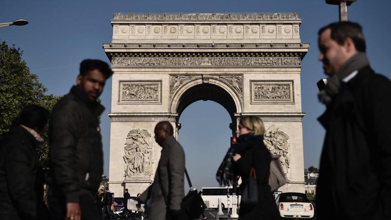 PARIS : Après l'attaque sur les Champs-Élysées, trois proches de l'assaillant en garde à vue