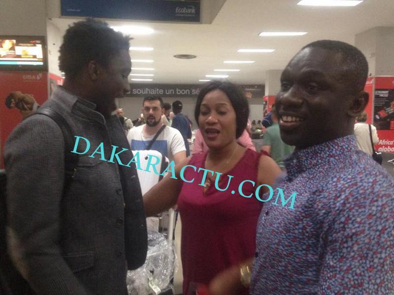 DE RETOUR DE PARIS : Wally Ballago Seck rencontre Pape Diouf et son épouse à l'aéroport LSS