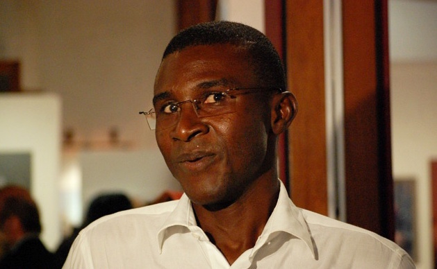 DIFFAMATION ET AFFIRMATIONS GRATUITES ET MALSAINES : Le photographe Mamadou Gomis sans flash pendant 2 mois