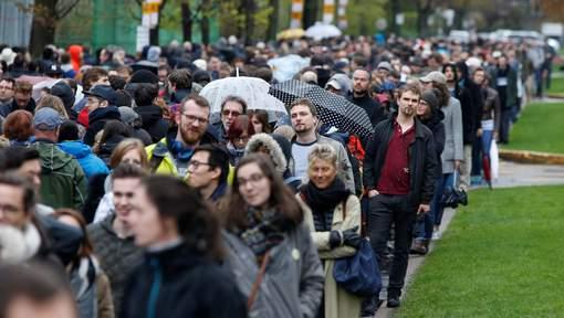 """Les Français expatriés commencent à voter: """"Deux kilomètres de file à Montréal"""""""