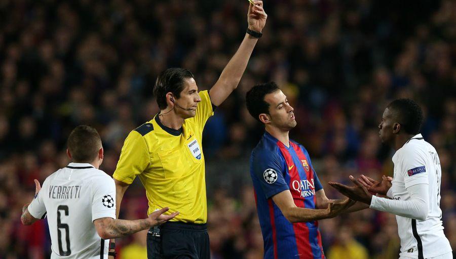 L'arbitre de Barça-PSG sanctionné après la remontada