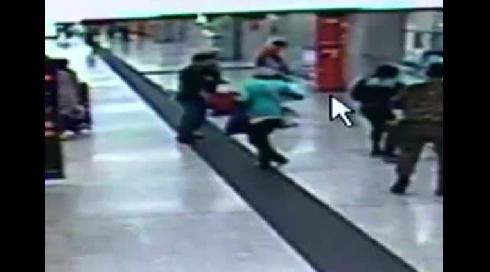 L'agression de la gare de Milan filmée par les caméras de surveillance