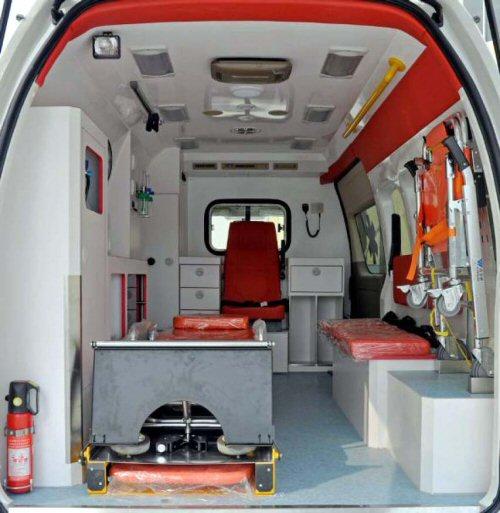 Matam une ambulance m dicalis e pour le poste de sant for Camion americain interieur cabine