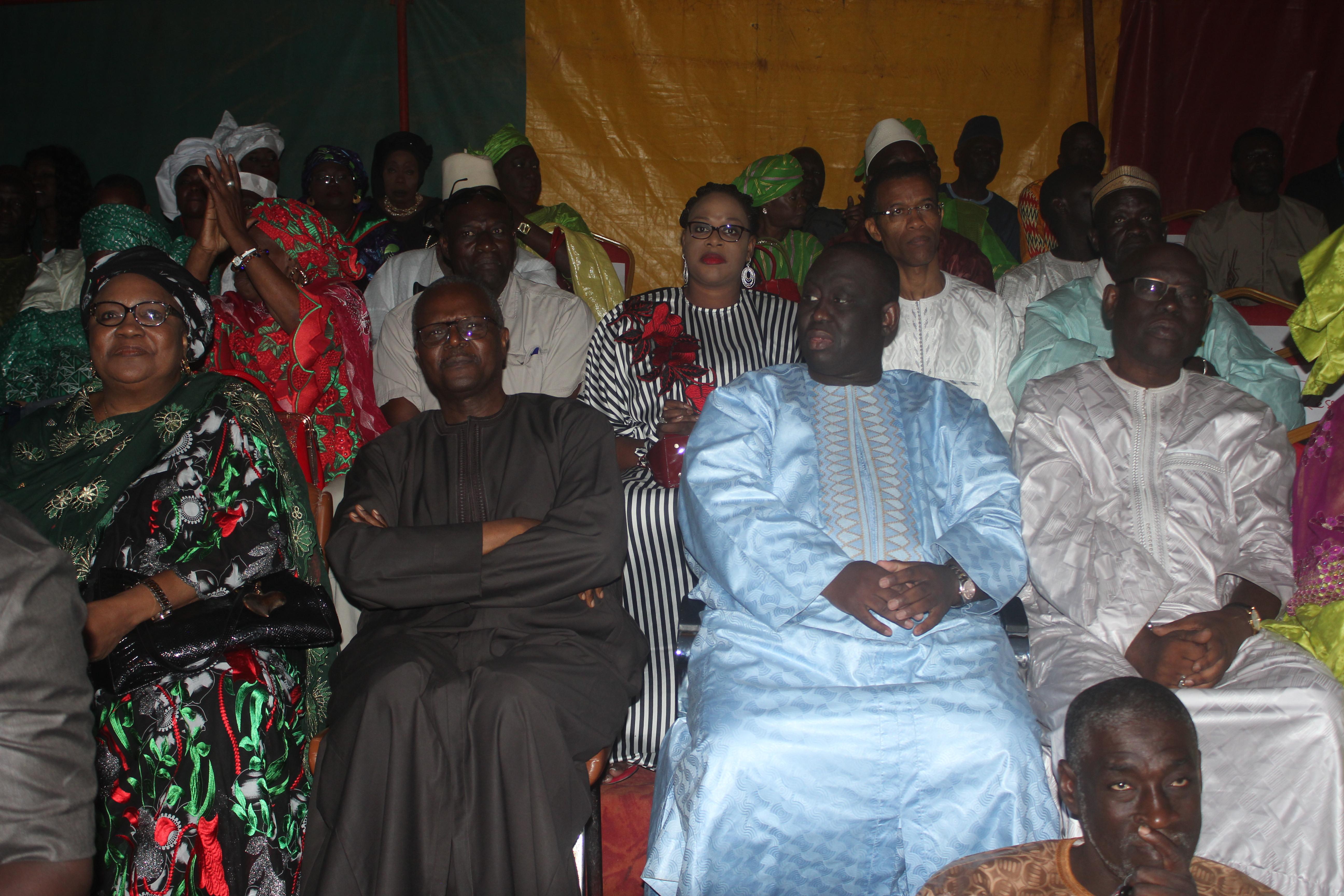 Aliou Sall, maire de Guédiawaye : « Je peux m'habiller en bleu parce que ce que le PDS comptait comme responsables est dans Benno Bokk Yakaar »