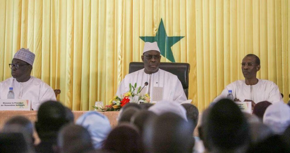 Report de la cérémonie officielle du Dialogue national.