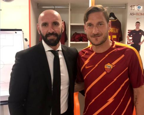 AS Rome: Monchi offre un poste à... Totti !